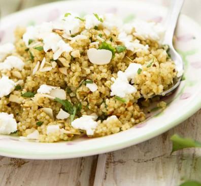 Couscous en bulgursalade amandel, geitenkaas en rucola