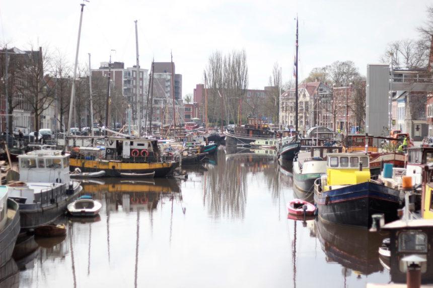 groningen grachten water wandelen boten citytrip groningen